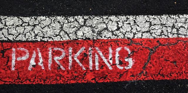 červené parkování