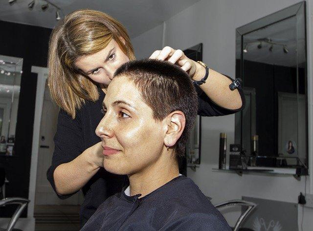 stříhání v kadeřnictví