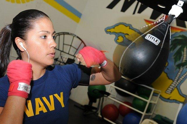 žena boxerka