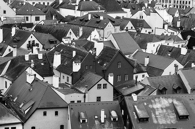 černobílé město