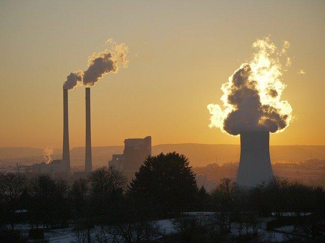 továrna za soumraku