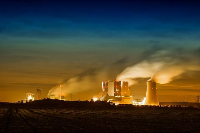 elektrárna v noci