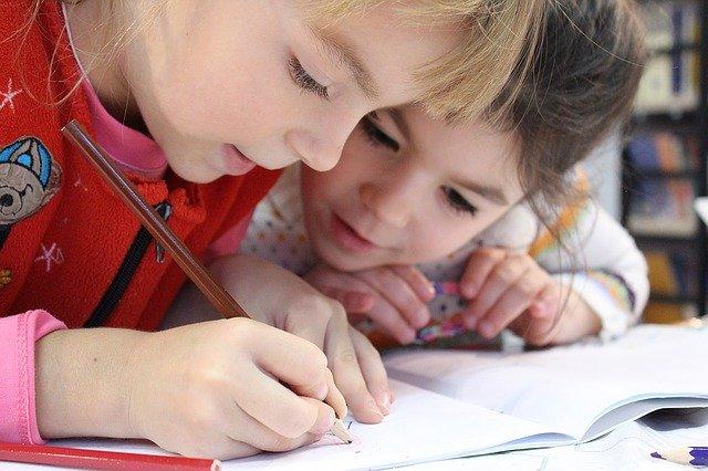 kreslení holčiček