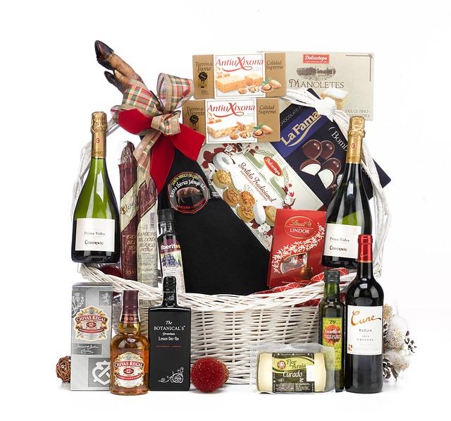 spousta dárečků pro muže – whisky, víno, čokoláda a další